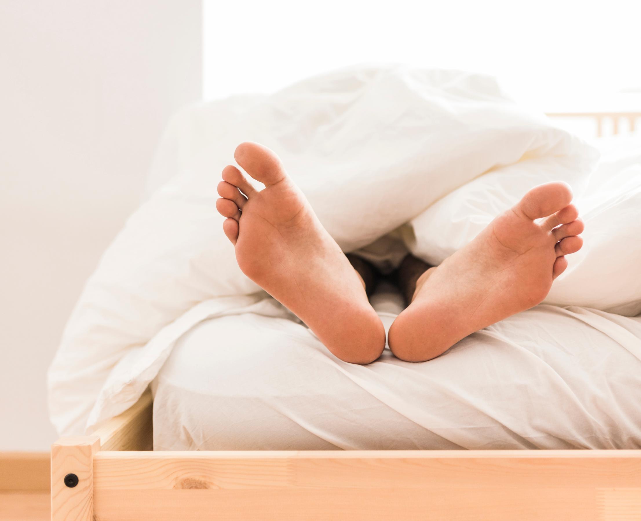 Cuscino Per Alzare Le Gambe.Dormire Con Le Gambe Sollevate Una Buona E Sana Abitudine