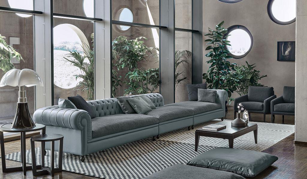 Il divano Nottingham è un'interpretazione in chiave moderna di un classico del design fornisce l'ispirazione per nuove accoglienti forme, caratterizzate da una seduta più profonda e dimensioni più generose. Il risultato è un comfort invidiabile che trova piena esaltazione nella bellezza della lavorazione capitonné.